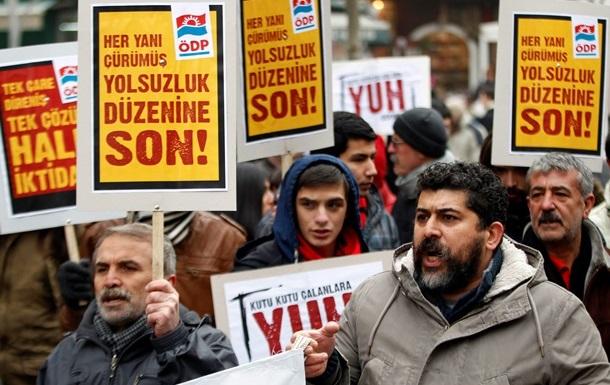 Турция: В ходе операции Большая взятка своих постов лишились 70 чиновников