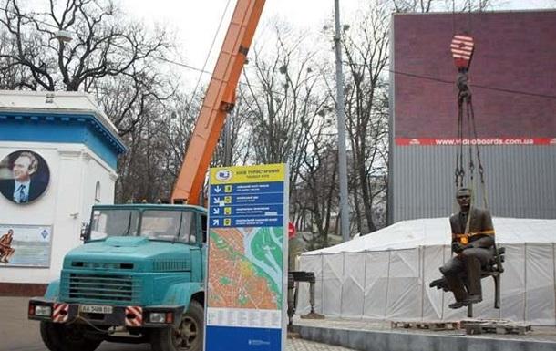 Памятник Лобановскому в Киеве перенесли в другое место