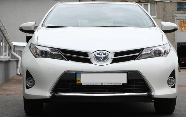 Персональный троллейбус. Тест-драйв Toyota Auris Hybrid