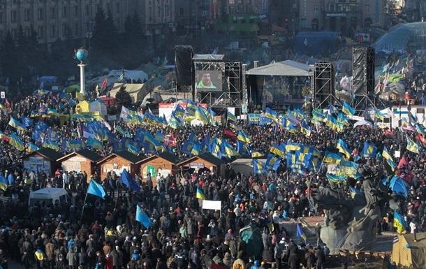 На Майдане в Киеве мужчина перерезал себе горло