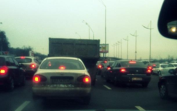 В Киеве 8-балльные пробки, Надднепрянское шоссе перекрывает ГАИ