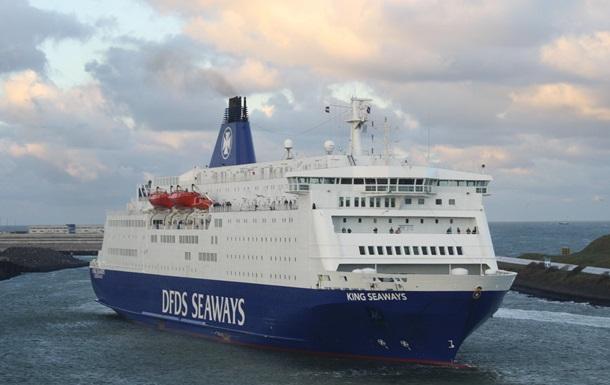 У берегов Великобритании загорелся паром, на борту которого было более тысячи человек