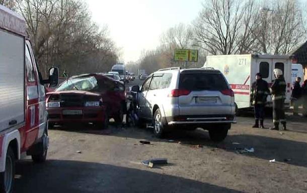В Ивано-Франковской области в результате столкновения легковых автомобилей погибли 3 человека