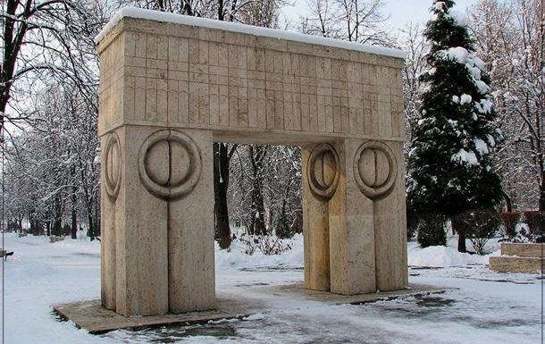 В новогоднюю ночь у Ворот Поцелуев в Румынии прошло 16 свадеб