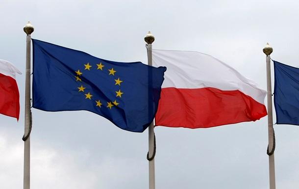 флаг польше - флаг евросоюза -Польша по уровню минимальной зарплаты занимает 12-е место среди 21 страны Европейского Союза