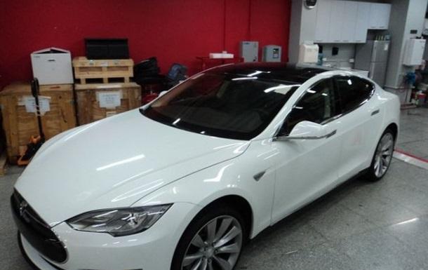 В Украину приехал первый электромобиль Tesla