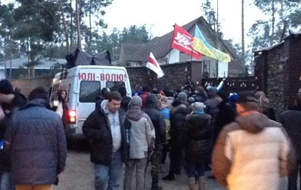 Участники Автомайдана пикетировали дом главы МВД Украины