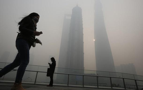 Зеленый город Китая  полностью утонул в смоге