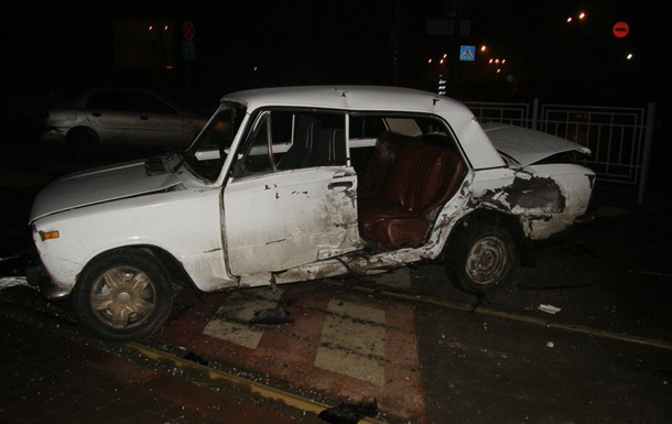 В ДТП в Харькове погибла женщина. Среди пострадавших - двухлетний ребенок