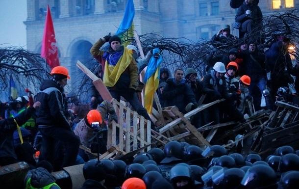 На Майдане в Киеве избили и облили зеленкой студента, заподозрив в нем провокатора