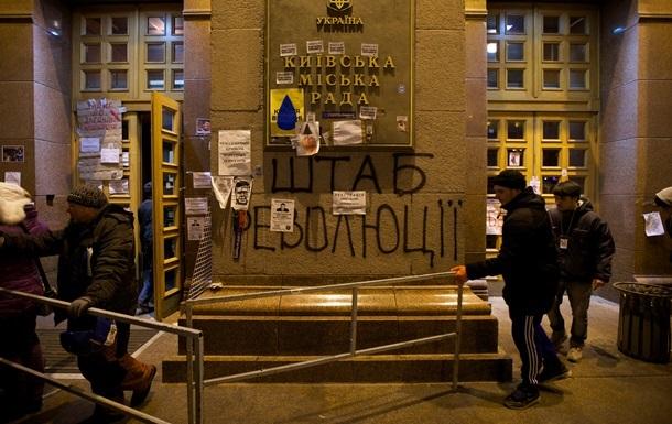 Активисты брызнули газом в чиновников, пытавшихся попасть на работу - КГГА