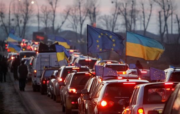 Акция Автомайдана в Новых Петровцах не достигла цели: Янукович с утра работает с документами в АП - советник президента