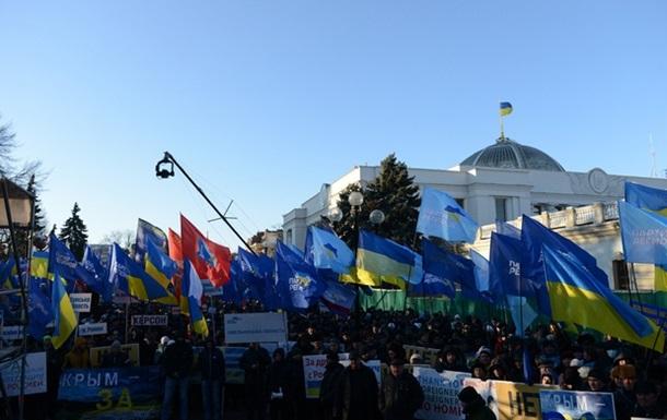 Азаров потребовал дать правовую оценку фактам привлечения детей к политическим акциям