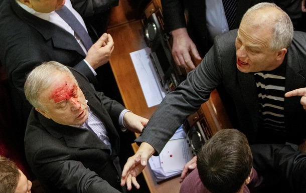 Милиция завела уголовные дела за хулиганство в парламенте