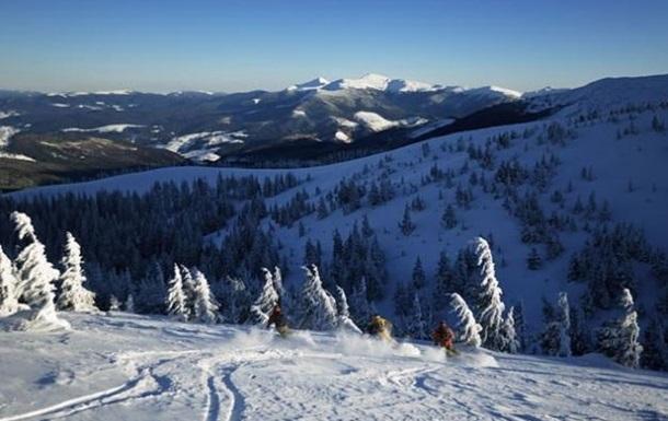 Спасатели нашли двух мужчин, которые заблудились в горах на Закарпатье
