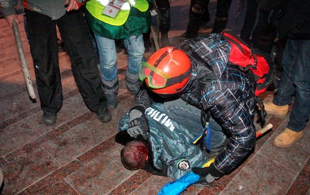 Опубликовано видео, как митингующие избивают Беркут