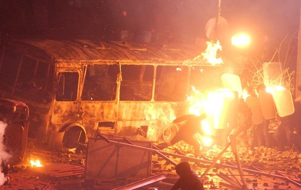 Беспорядки в Киеве - протестующие жгут автобусы