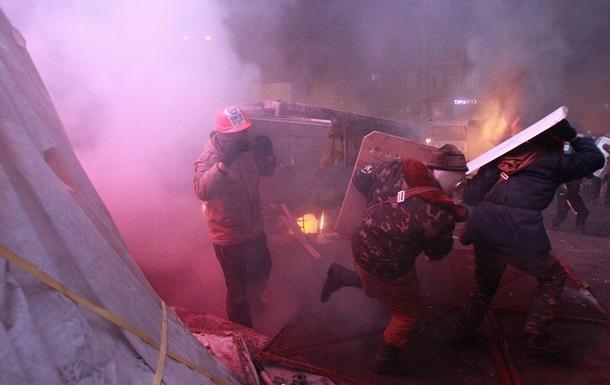 Вторые сутки продолжается противостояние между милицией и митингующими