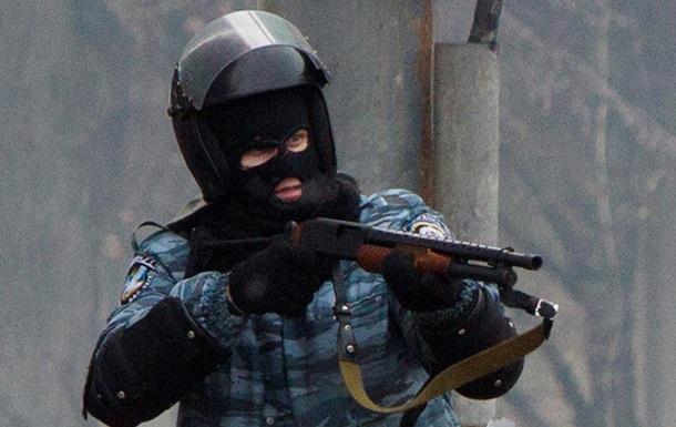 Беркут стреляет по митингующим на Грушевского - фото - Евромайдан