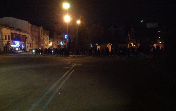 На Контрактовой площади в Киеве собралось 200 человек спортивной наружности