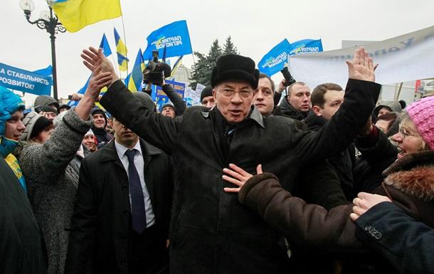 Азаров считает террористами радикалов, которые активно участвуют в беспорядках