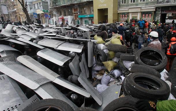 Из-за беспорядков в центре Киева закрываются офисы и магазины