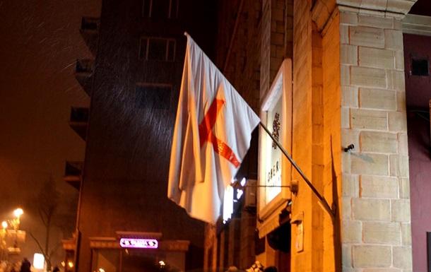 На Грушевского горит дом, где находился пункт оказания медпомощи протестующим
