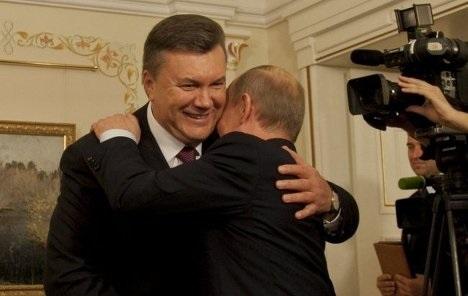 В обійми Путіна Януковича штовхають вибори 2015 року