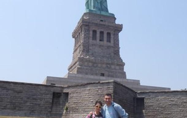 Через три дня после похорон отца Кличко с «Рыбкой» развлекаются в Нью-Йорке