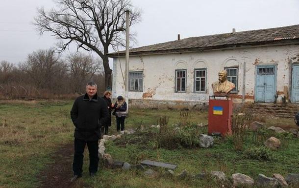 Cадиба-маєток Віктора Закревського в Лемешівці занепадає