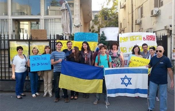У посольства Украины в Израиле началась акция в поддержку Евромайдана. Фото