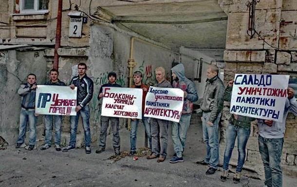 Херсонские  регионалы явно толкают Януковича к введению ЧП