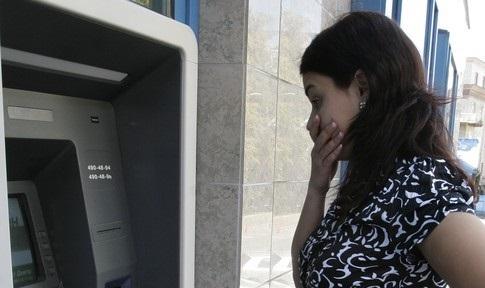 Карточка, банкомат, деньги:  2 случая о том, как вести себя с банкоматом