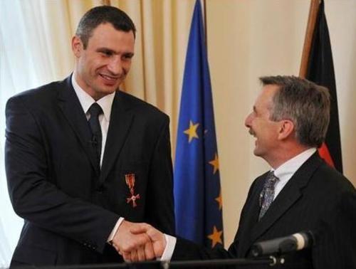 Яценюк знайшов у Кличка орден