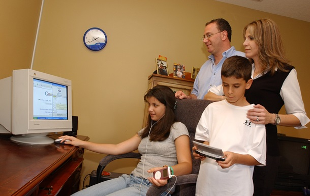 Почти половина родителей учатся пользоваться гаджетами у детей - исследование