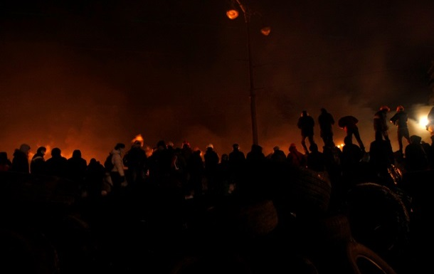 Противостояние на Грушевского. Коктейль Молотова, свето-шумовые гранаты и выстрелы из травматического оружия