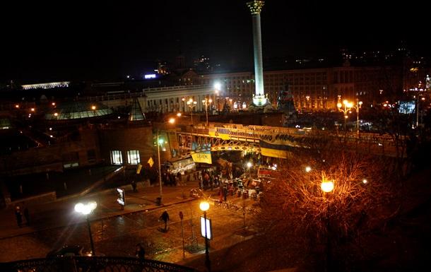 На Майдане захватили троих милиционеров, одного из них ранили ножом - МВД