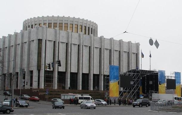 Протестующие заблокировали входы в Украинский дом, где засели бойцы ВВ