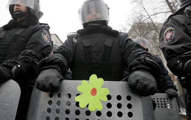 Из Украинского дома вышли около 200 сотрудников МВД