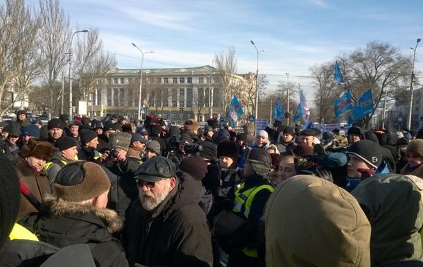 Сторонники Януковича вышли на защиту Донецкой ОГА, есть пострадавшие