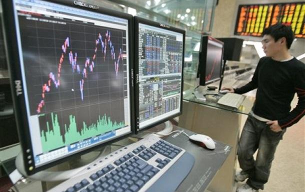 Рынок акций РФ начал торги снижением фондовых индексов