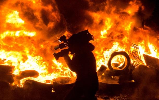 Прощание с погибшим, новые баррикады и встречи с Фюле. Фоторепортажи из центра Киева 24-27 января