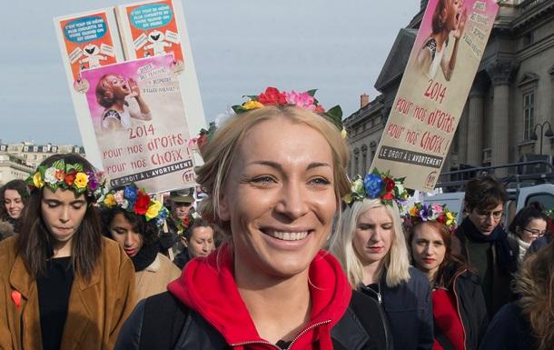 FEMEN протестовали в Париже в защиту абортов в Испании