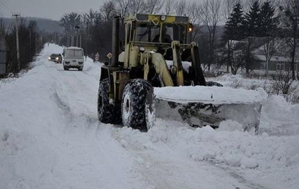Движение транспорта по дорогам восьми областей Украины затруднено