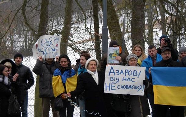 В Австрии пикетировали имение сына Азарова