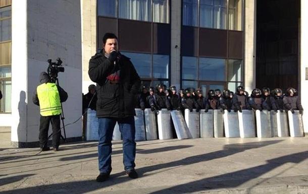 Милиция оцепила здание Деснянской РГА, где митингуют около 350 активистов