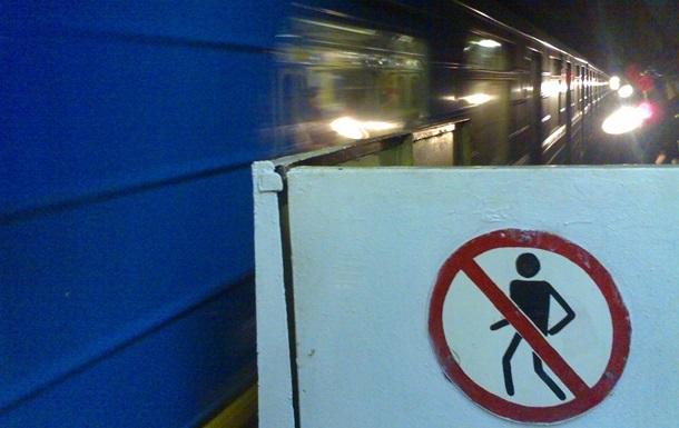 В Киеве на станции метро Дворец Украина начался ремонт эскалатора