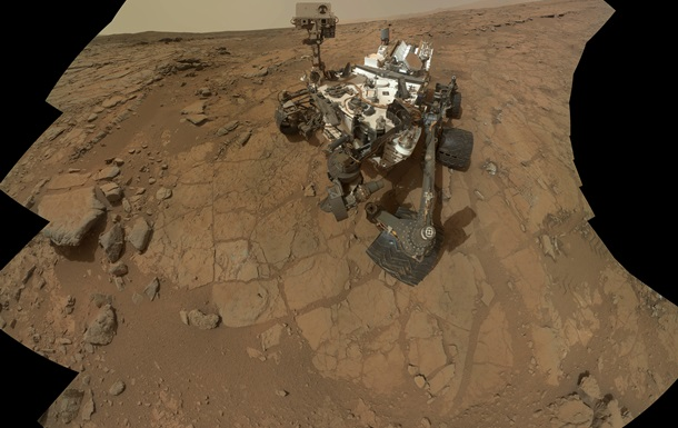 Марсоход Curiosity повредил колесо