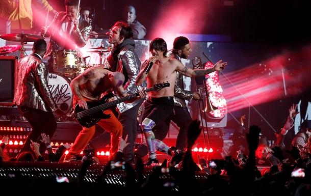 Red Hot Chili Peppers признались, что на Супербоуле пели под фонограмму