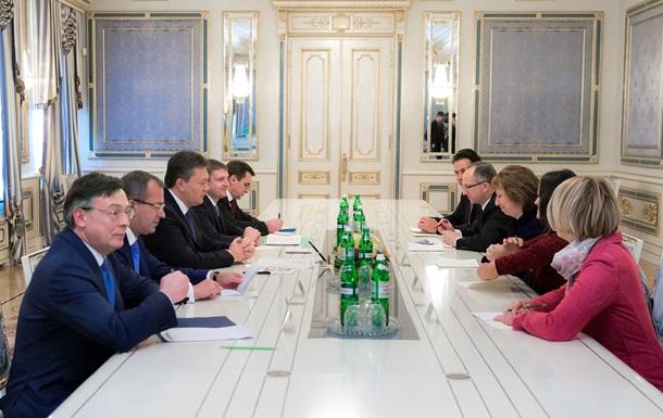 Янукович обсудил с Эштон варианты разрешения политического кризиса в Украине